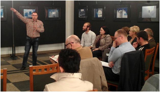 Grzegorz Piątkwoski mówi o potrzebie samoorganizacji - fot. George Sujashvili.